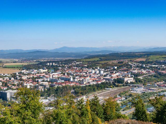 Výhľad z Pustého hradu na Zvolen a Sliač